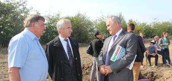 """Premieră! În Moldova are loc concursul """"Tractorul şi Tractoristul"""""""