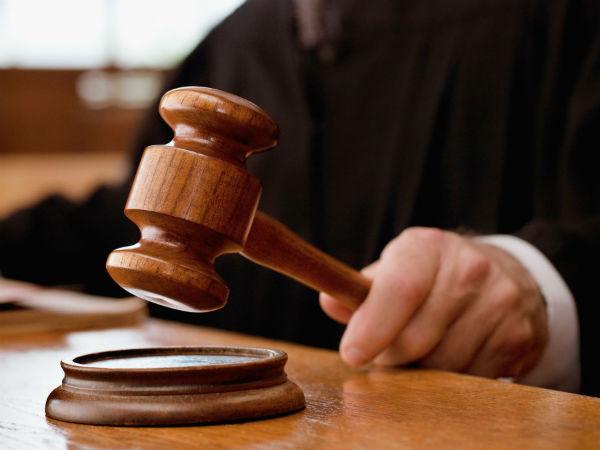 Procuratura Anticorupţie a expediat în judecată cauza penală de învinuire a angajatului Serviciului Vamal şi naşului său cununie