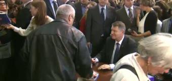 Iohannis a dat peste 2.000 de autografe la lansarea cărții sale (video)