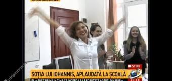 EMOȚIONANT! Cum a fost primită Carmen Iohannis de elevii săi: Abia s-a abținut din plâns / VIDEO