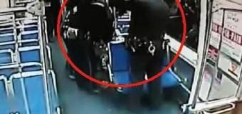 MIRACOL! Doi polițiști au ajutat o femeie să nască într-un vagon de metrou | GALERIE FOTO și VIDEO
