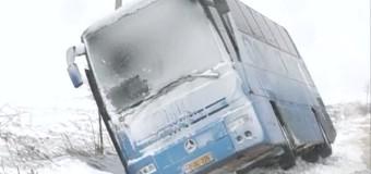 Un autobuz cu 33 de moldoveni s-a răsturnat în România