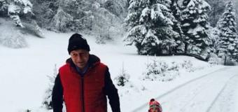 """Traian Băsescu, """"un bunic tracțiune"""". La săniuș cu nepoțica, Sofia Anais / FOTO"""