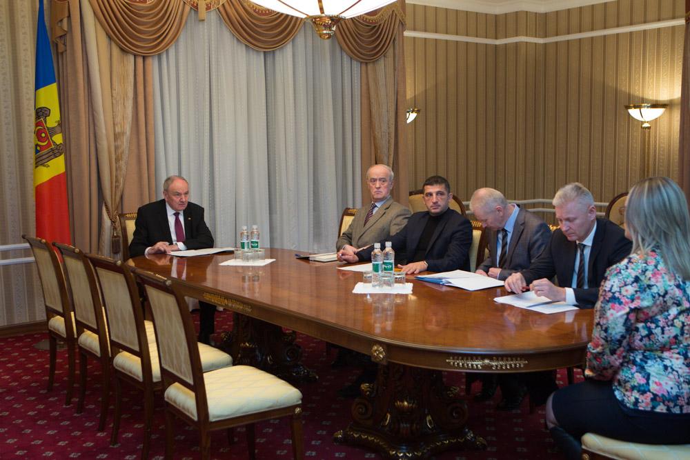 Nicolae Timofti a semnat decretele de numire în funcţie a 9 judecători