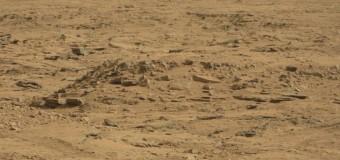 (FOTO) Obiect misterios pe Marte: Unii spun că e un sicriu de extraterestru.Ce spun specialiștii NASA