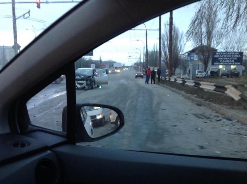 O maşină ce transporta procese verbale, a fost grav avariată