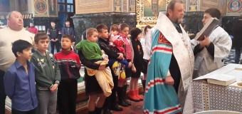 Mitropolitul Vladimir a botezat mai mulți copii de la internat