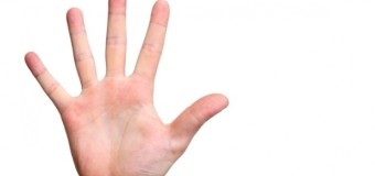 Află ce înseamnă când te mănâncă în palmă!