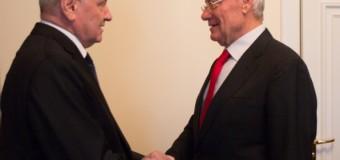 (FOTO/VIDEO) Nicolae Timofti și Petru Lucinschi s-au întâlnit astăzi. Iată motivul!