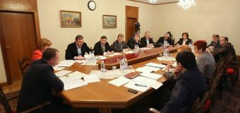 Parlamentul își începe activitatea în cadrul sesiunii ordinare