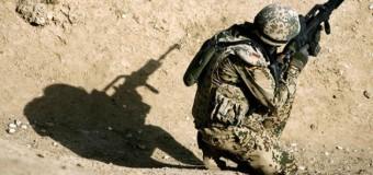 Putin moare de râs. Soldaţii NATO s-au antrenat cu cozi de mături în loc de mitraliere