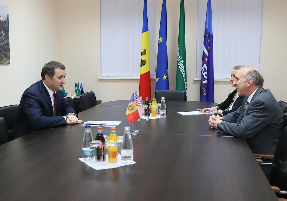 Ce i-a transmis Ambasadorul SUA lui Vlad Filat