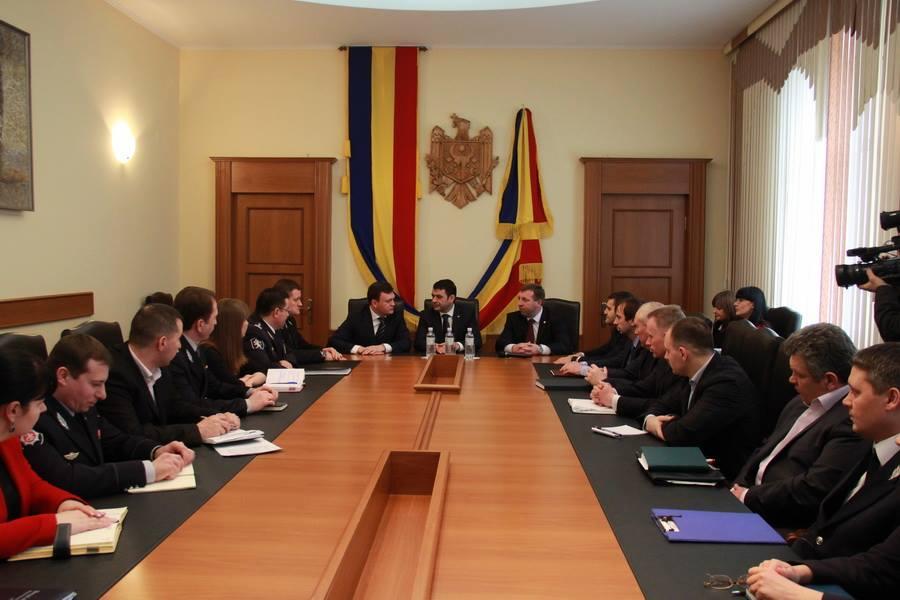 Prim-ministrul i-a prezentat pe noii miniștri colectivelor (foto)