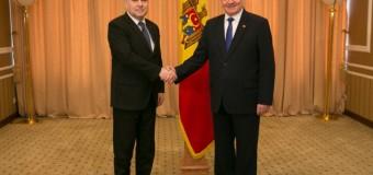 Oficial român în vizită la șeful statului