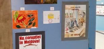 Sute de picturi și eseuri cu mesaje anticorupţie, semnate de tineri de la nordul țării