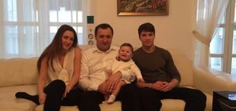 Fotografie în premieră: Vlad Filat și cei trei copii ai săi!