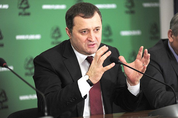 """Vlad Filat: """" Instituțiile statului trebuie să fie lăsate să își facă datoria"""""""