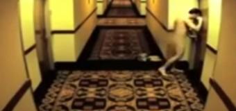 Cea mai nebună întâmplare petrecută într-un hotel! A ajuns gol la receptie