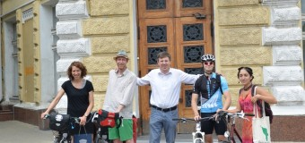 Doi bicicliști din Germania, s-au pornit din Chișinău spre casă pe biciclete