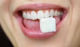 Efect MINUNE: Iată de ce trebuie să pui sare și zahăr, înainte de culcare, sub limbă