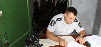 Deţinătorii de arme, verificaţi de poliţişti