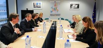 Comisarul European pentru Politica Regională: Prioritatea absolută este formarea unui Guvern stabil