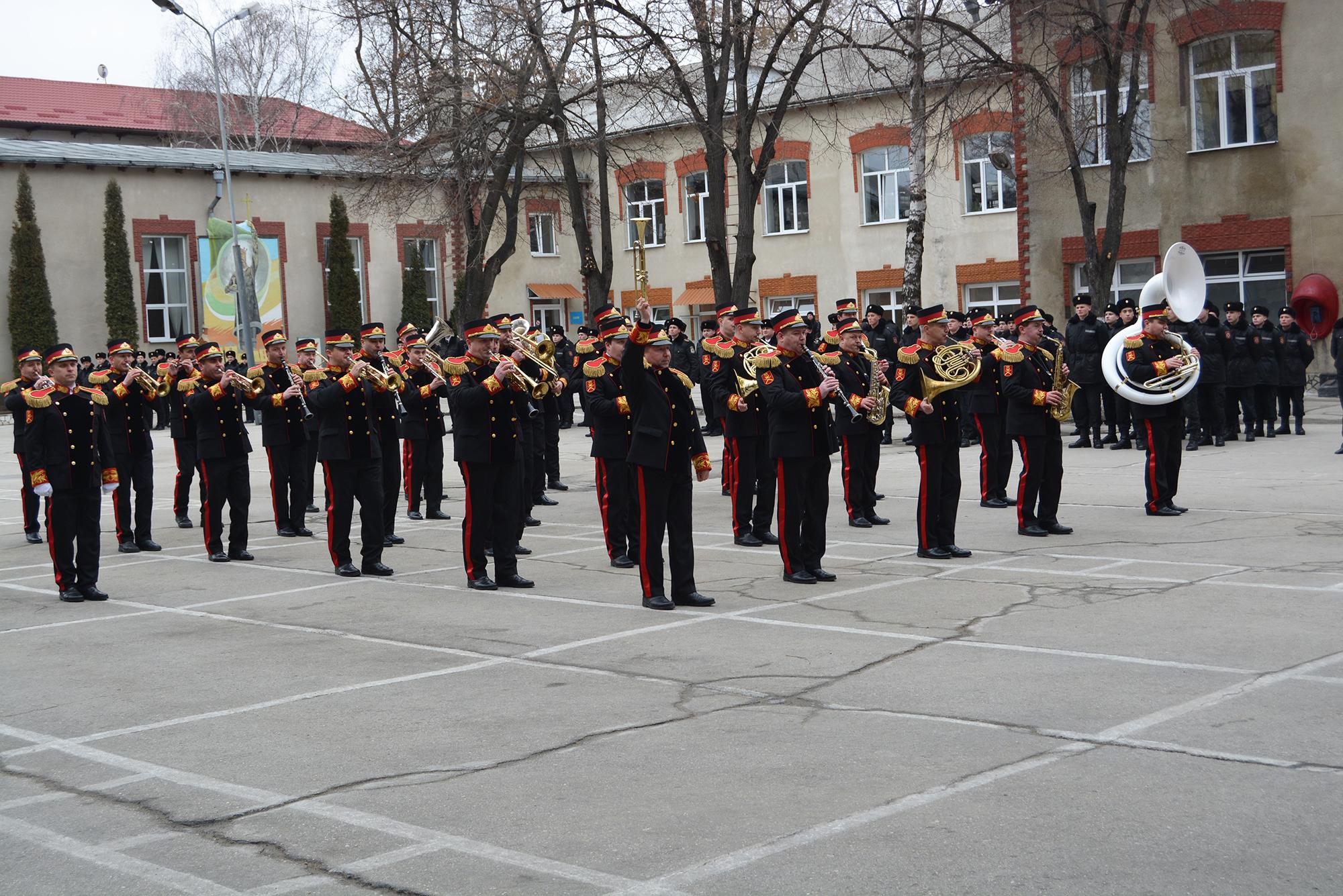200 de copii au vizitat Unitatea militară 1002 a Trupelor de Carabinieri