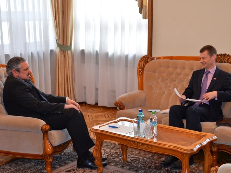 Sporirea investiţiilor britanice în Republica Moldova, discutată de Galbur și Batson