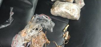 Contrabandă cu bijuterii din aur. Trei tineri au fost reținuți