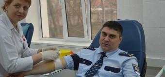 Un inspector vamal doneazâ sânge de cel puțin patru ori pe an. Află istoria lui!