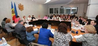 Dezvoltarea politicilor publice în domeniul îngrijirii copiilor cu vârsta de până la 3 ani – discutată de deputatele din Parlament