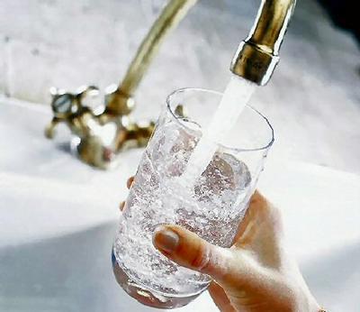 Fără apă pe timp de caniculă! Locuitorii mai multor blocuri din capitală, îndemnați să își facă rezerve