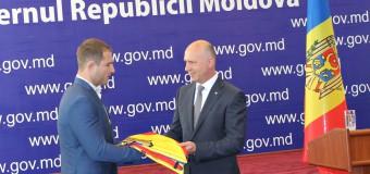 Prim-ministrul Pavel Filip a înmânat drapelul de stat lotului olimpic