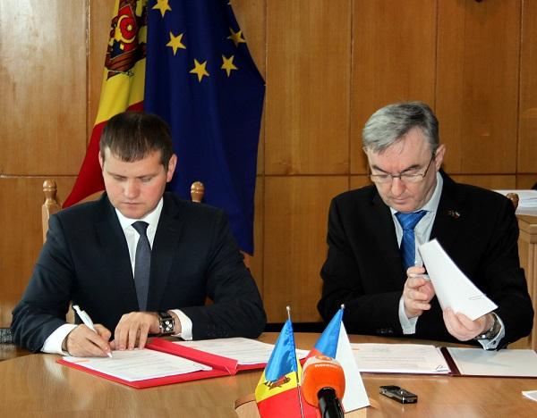 Moldova și Cehia au semnat un memorandum privind reabilitarea terenurilor poluate cu hidrocarburi petroliere