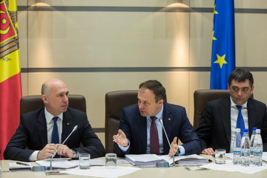 Prioritățile şi agenda de reforme pentru perioada 2017-2018, prezentate la prima şedinţă comună Guvern – Parlament din acest an