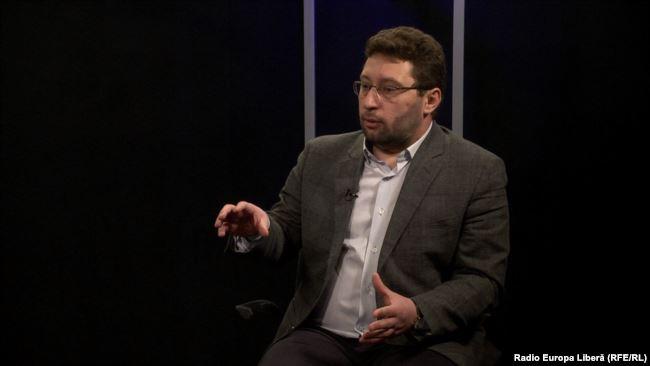 """Expert: """"Euforia de pe urma înlăturării fostului regim de la guvernare este în cădere liberă și se diminuează în fiecare zi"""""""