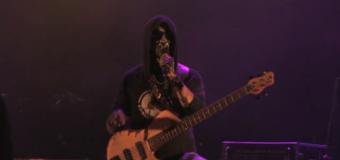 Moment INCREDIBIL la un concert în România! Basistul Carla's Dreams şi-a dezvăluit identitatea (Video)