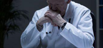 Cu cât este mai bătrân doctorul, cu atât rata mortalităţii în rândul pacienţilor este mai mare