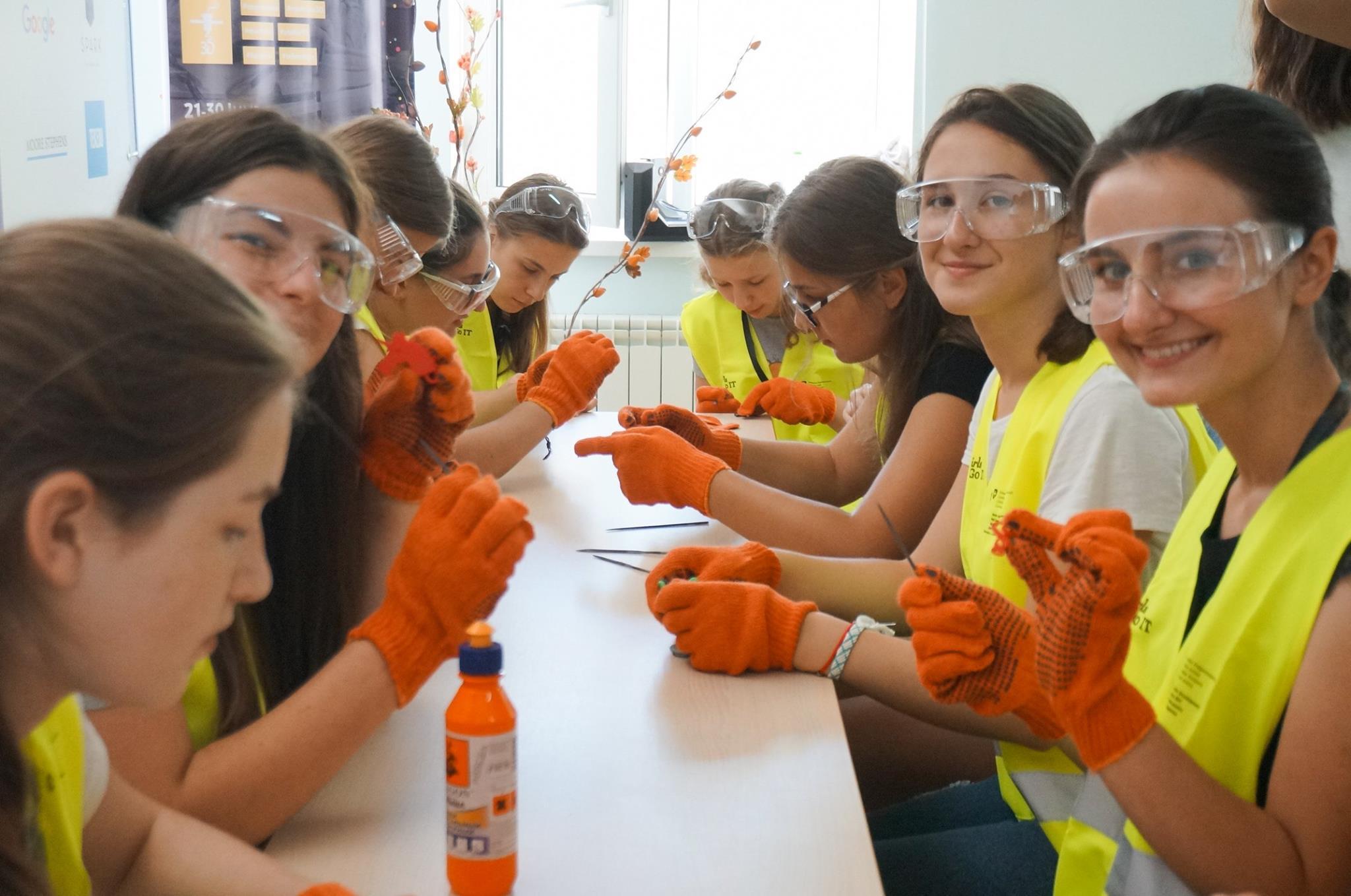 65 de fete din 13 regiuni ale țării au participat la cea de-a treia ediție a taberei de vară GirlsGoIT