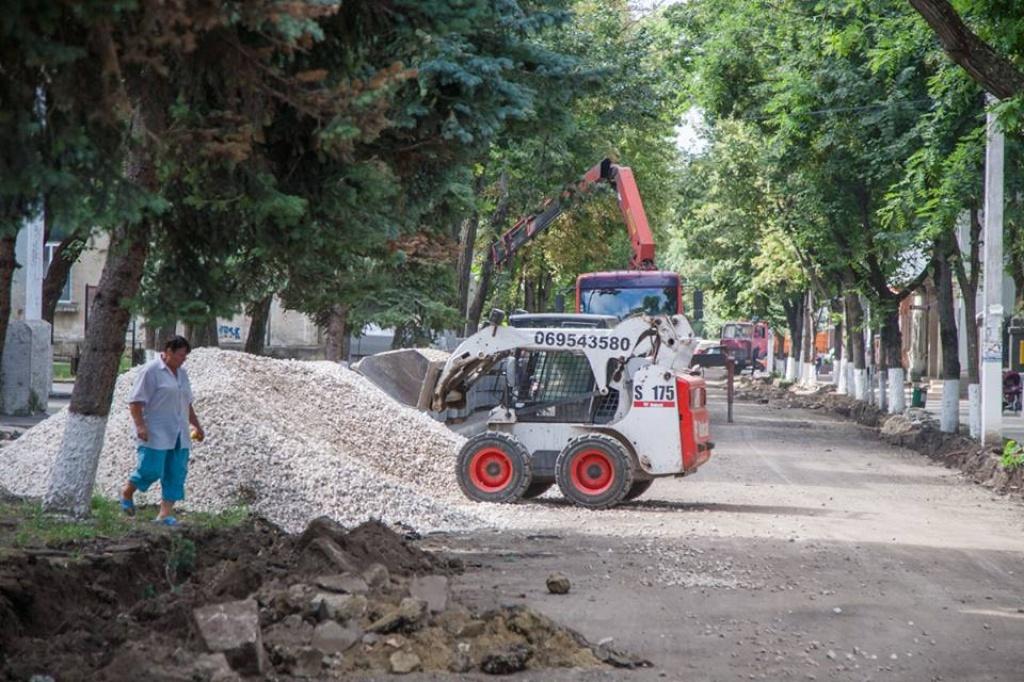 La Orhei au demarat lucrările de amplă reconstrucție a străzilor centrale