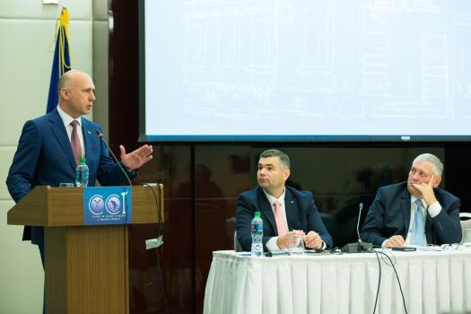 Premierul: RM trebuie să crească pe trei piloni importanţi: supremaţia legii, educaţia şi o infrastructură dezvoltată