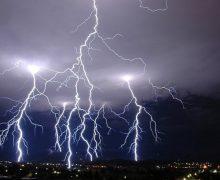 Avertizare de vreme extremă! Cod Portocaliu şi Galben de furtuni în toată România