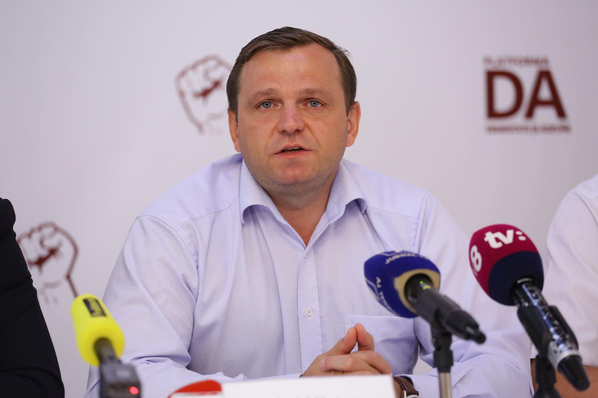 Un lider de partid comunică cine se va lupta la următoarele alegeri