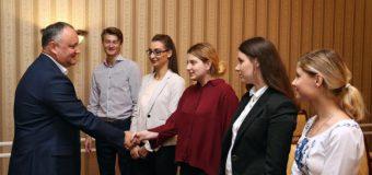 Studenții din diaspora au încheiat stagiul la Președinția RM. Șeful statului: Experiența va continua