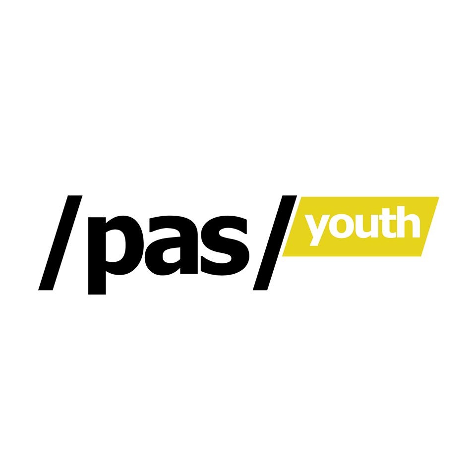 """Tineretul PAS a desfășurat un flashmob """"cu fundul pe bagaje"""" la Ministerul Educației, Culturii și Cercetării"""
