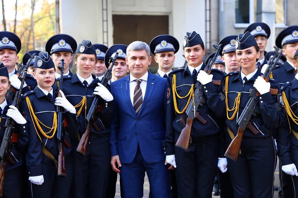 Viitorii apărători ai neamului au depus astăzi jurământul de credinţă Patriei (foto)