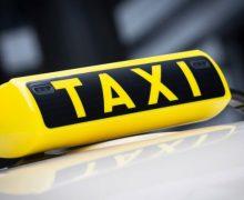 Un șofer de taxi a sustras cardul bancar al clientului, în timp ce îl transporta