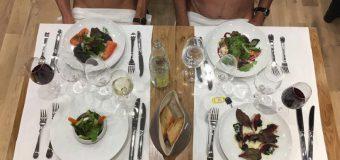 FOTO / S-a deschis restaurantul în care oamenii merg GOI, la cină