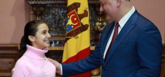 """Dodon a oferit o diplomă de onoare """"Vocei de Aur a Rusiei"""""""