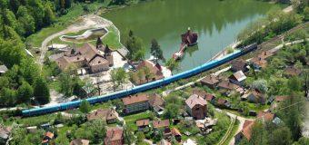 Cel mai mic oraș din România atrage mii de turiști străini pe an